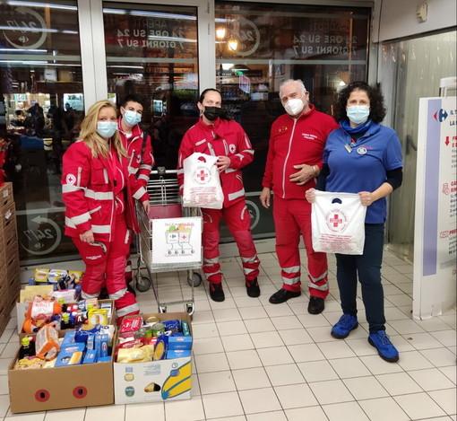Sanremo: raccolta di generi alimentari di successo ieri grazie al cuore dei matuziani e della Croce Rossa (Foto)