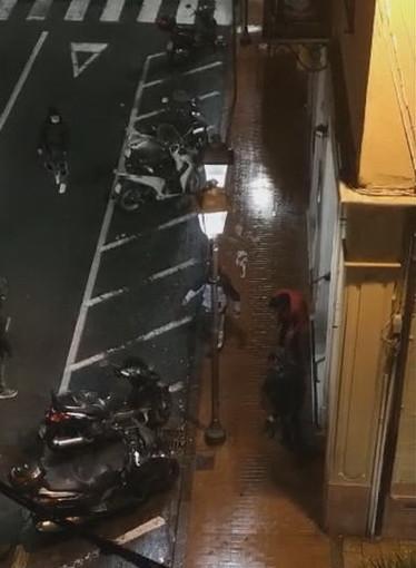 Ventimiglia: ennesima rissa tra immigrati vicino alla stazione, poi il fuggi fuggi (Video)