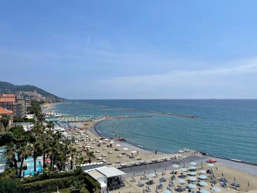 """Diano Marina: presentati i lavori di ripascimento della spiaggia di Borgo Paradiso, Toti """"Miglioriamo la difesa della costa"""" (Foto e Video)"""