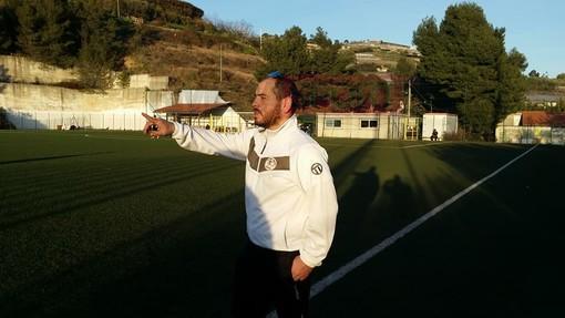 Carlo Ricca dà indicazioni al Riva Ligure