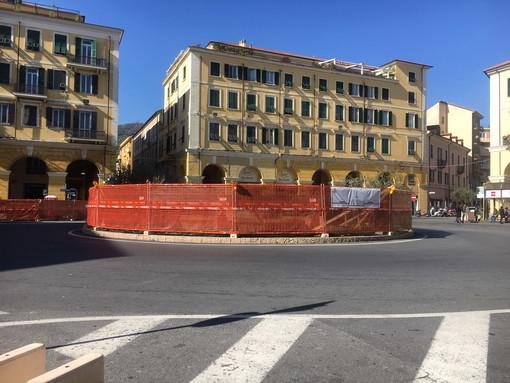 """Imperia: commercianti e residenti felici per la riqualificazione di piazza Dante """"Ora però attendiamo un rilancio economico"""" (Foto)"""