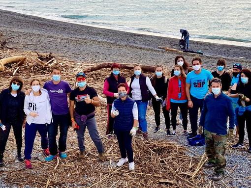 Ventimiglia: domenica prossima pulizia delle spiagge e raccolta dei rifiuti, c'è bisogno di volontari al Resentello