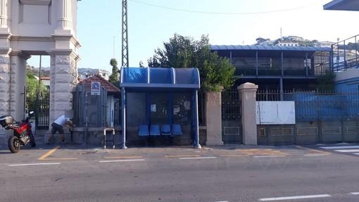 Sanremo: era stata parzialmente distrutta in un incidente, sistemata dal Comune la pensilina Rt di fronte allo Stadio (Foto)