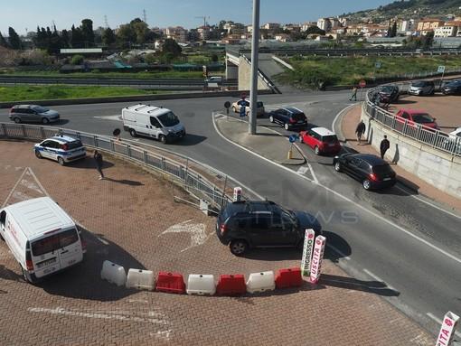 """Diminuzione posti auto alla stazione di Taggia, un nostro lettore: """"parte dei posti occupati dal centro vaccinale"""""""
