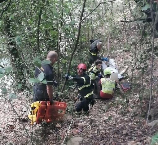 Rocchetta Nervina: fa un volo di circa 10 metri sulla strada di ritorno dai 'Laghetti', 61enne di Sanremo se la cava (Foto)