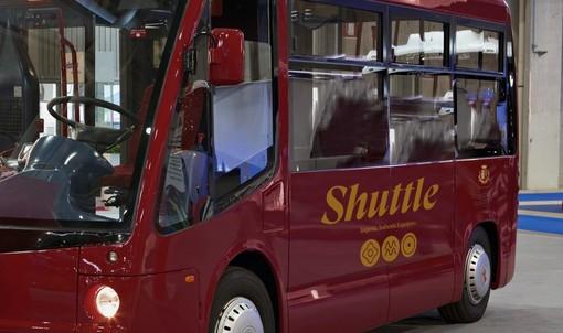 """Imperia: arriva in città da lunedì lo """"Shuttle"""", bus elettrico gratuito per raggiungere le spiagge"""