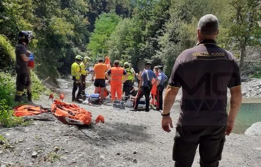 Molini di Triora: 20enne cade al 'Laghetto delle Noci' e va in arresto cardiaco, subito soccorso verrà portato in elicottero in ospedale (Foto)