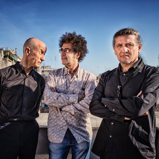 Peppe Servillo, Xavier Girotto e Natalio Mangalavite ai Giardini Lowe di Bordighera ospiti della 15ª edizione di 'Terre di Confine, Perinaldo Festival'