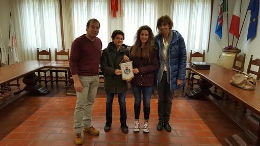 Dolceacqua: visita degli alunni della 3a B in Comune per la 'settimana didattica alternativa' (Foto)