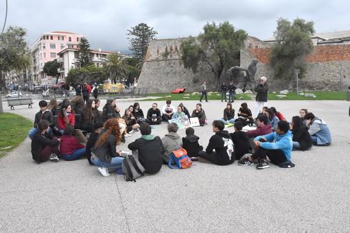 Sanremo: a due mesi dal 'Global Strike For Future' i giovani matuziani tornano sul problema del clima (Foto e Video)