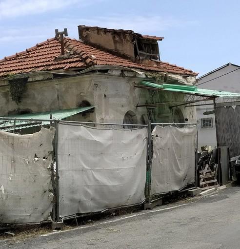 Sanremo: stabile nel degrado e a rischio crollo in via San Rocco, l'allarme lanciato dai residenti (Foto)