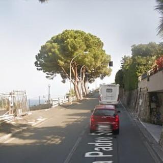 Sanremo: semaforo a senso alternato di via Padre Semeria, un residente ne segnala l'inutilità