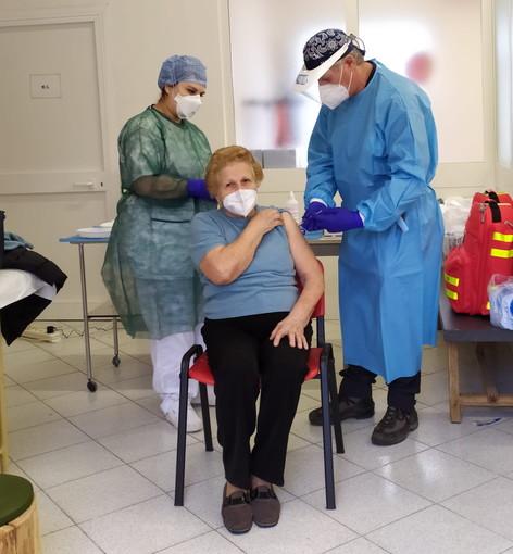 Coronavirus: vaccinazione anti Covid-19, arrivati oggi in Liguria 46 'pizza box' con 53.820 dosi di Pfizer
