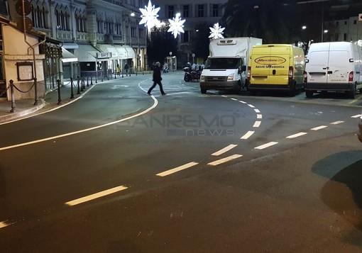 Sanremo: errore nella nuova segnaletica orizzontale di via Martiri dalla Torre Saracena, c'è il rischio di trovare auto contromano (Foto)