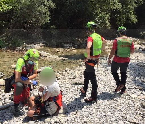 Rocchetta Nervina: 15enne cade ai 'laghetti', per lui lievi ferite e mobilitazione di soccorsi (Foto e Video)
