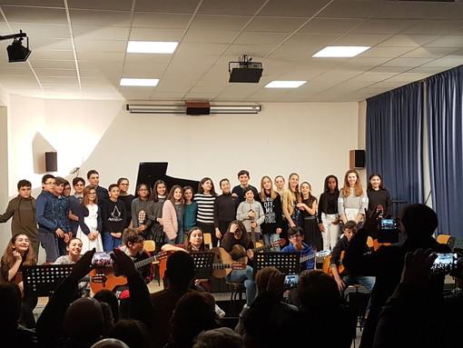 Sanremo: ieri sera il saggio musicale delle classi prime di via Volta (Foto)