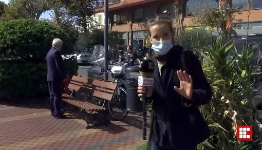 Ventimiglia: Sindaco derubato del giaccone e della fascia tricolore durante un'intervista in diretta (Video)