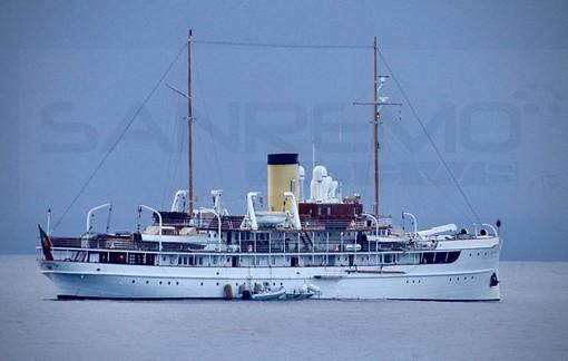 Davanti a Sanremo la SS Delphine, la nave che ospitò Winston Churchill e Franklin Roosevelt (Foto)