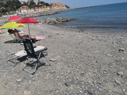 Imperia: tragedia a borgo Prino, donna di 77 anni muore in spiaggia a seguito di un probabile malore