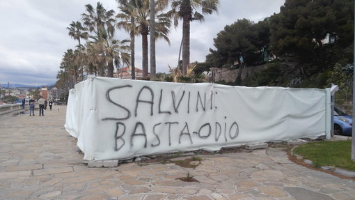 """Imperia: a Borgo Peri compare una scritta contro il Ministro dell'Interno """"Salvini, basta odio"""""""