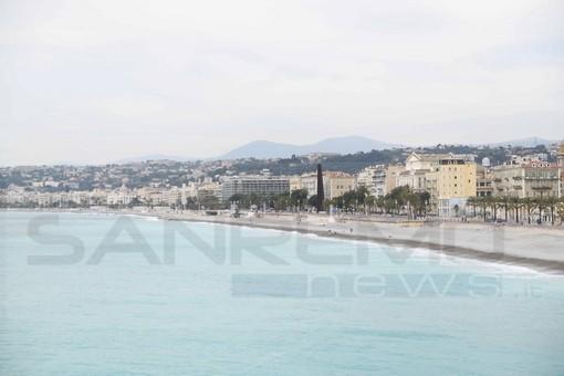 Sabato prossimo riaprono le spiagge in Costa Azzurra: paese che vai…regola che trovi. Ombrelloni ad ore per le spiagge private?