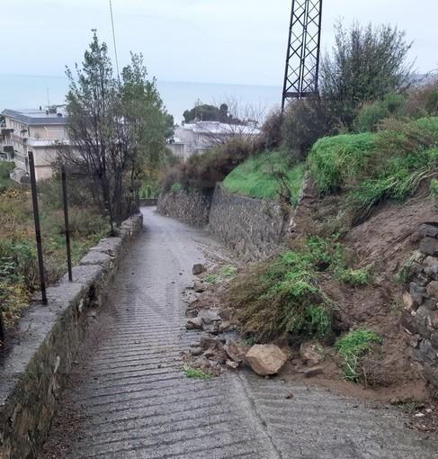 Sanremo: gravi problemi per salita Poggio, buche sulla strada e muri che crollino (Foto)