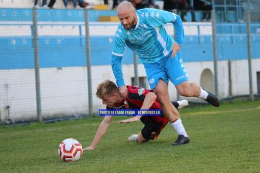 Simone Bregliano in azione con la maglia della Sanremese