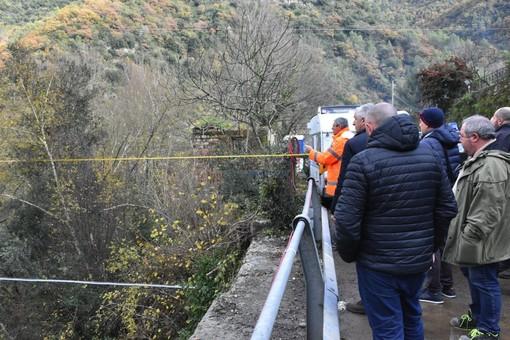 Rocchetta Nervina: iniziati i lavori per l'installazione della gru che servirà a costruire il ponte sulla Sp 68