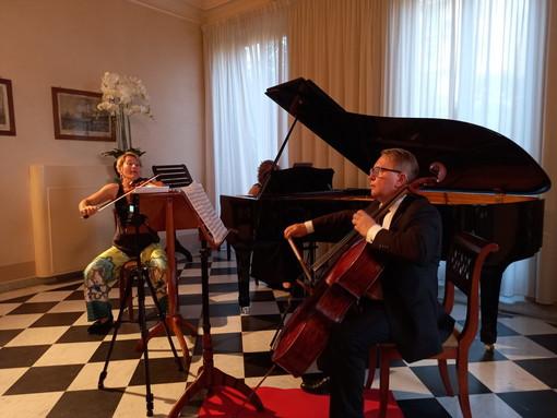 Sanremo: applausi e richiesta di bis ieri a Villa Nobel per lo straordinario concerto del 'Trio Zadory' (Foto)