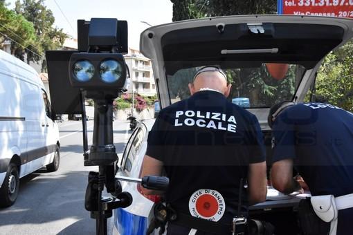 Sanremo: nel weekend di Ferragosto serie di controlli con il Telelaser ad opera della Polizia Municipale (Foto)