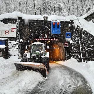 La neve all'ingresso del tunnel di Tenda