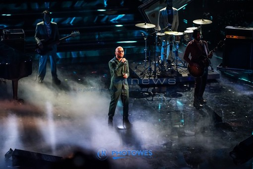 I Negramaro sul palco dell'Ariston per l'omaggio a Lucio Dalla