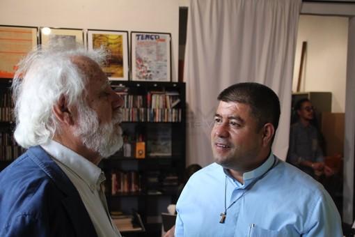 Don Rito Alvarez con Sergio Staino nella sede del Club Tenco