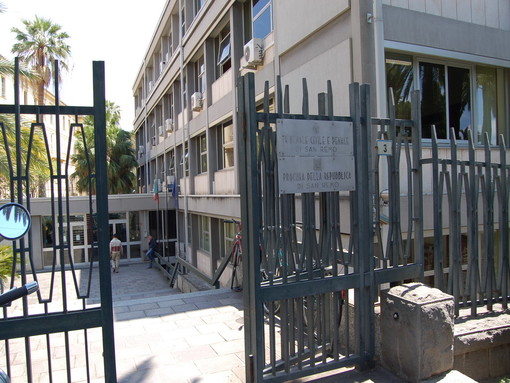 L'ingresso dell'ormai ex tribunale di Sanremo