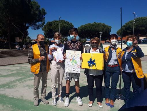 La scuola Media 'Andrea Doria' di Vallecrosia protagonista del concorso 'Un Poster per la pace' (Foto)