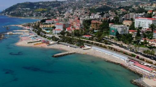 Turismo di agosto: preoccupazione per la 'Milano-Sanremo' mentre gli alberghi sono pieni, speranze dopo la riapertura del ponte a Genova