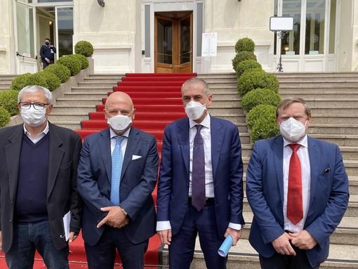 Via libera del cts a togliere l'obbligo di indossare la mascherina all'aperto, la soddisfazione del sottosegretario Andrea Costa