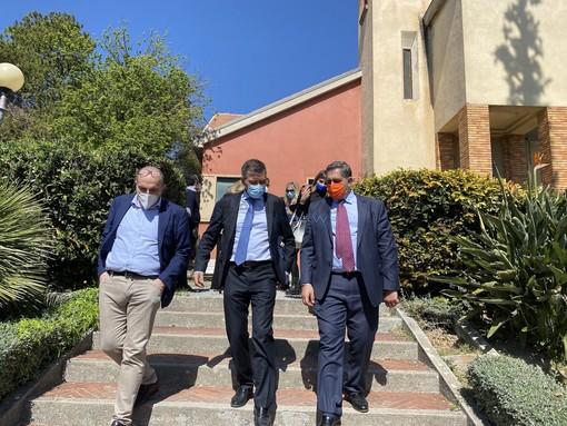 La visita di Giovanni Toti nella sede di Asl1