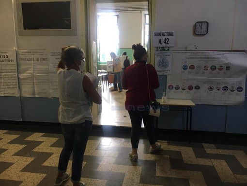 Elezioni: a Ventimiglia elettore chiede l'esenzione dalla misurazione della febbre, accontentato dal presidente di seggio