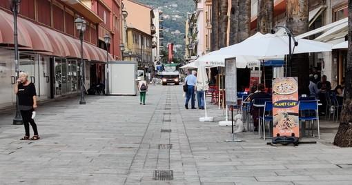 Ventimiglia: si svolgerà il 30 settembre il primo Consiglio post crisi, quasi terminata la pedonalizzazione di via Aprosio (Foto)