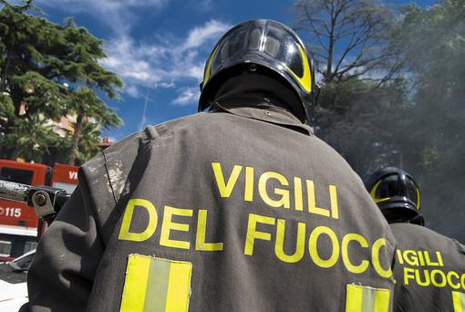Massi lungo la provinciale 21: intervento dei vigili del fuoco tra Colle San Bartolomeo e San Bernardo di Conio