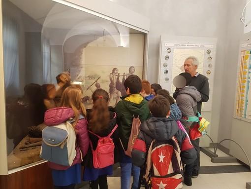 Sanremo: visita della terza 'Primaria' di Ceriana oggi alla sezione archeologica del Museo Civico (Foto)