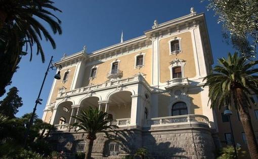 """Domani serata speciale a Villa Regina Margherita: visita guidata alla mostra """"Monet torna in Riviera"""" e cena in terrazza"""