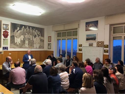 Imperia: il giro per la città di Claudio Scajola fa tappa a Oliveto, con visita al museo della radio