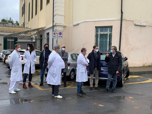 Bordighera: visita del Sindaco Ingenito e dell'Assessore Gnutti al punto di primo soccorso del 'Saint Charles' (Foto)