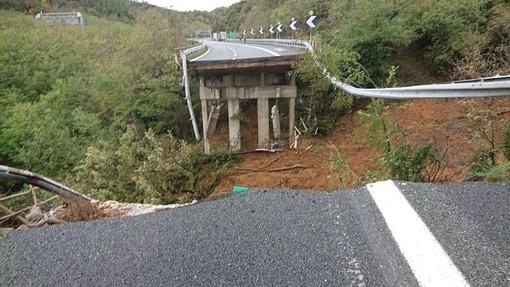 Bilancio di un tragico weekend, Liguria sempre più divisa dalle frane: oggi si contano i danni ma mercoledì torna la pioggia