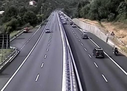 Iniziato il primo controesodo dell'estate: prime code a Savona sulla A10 in attesa della serata