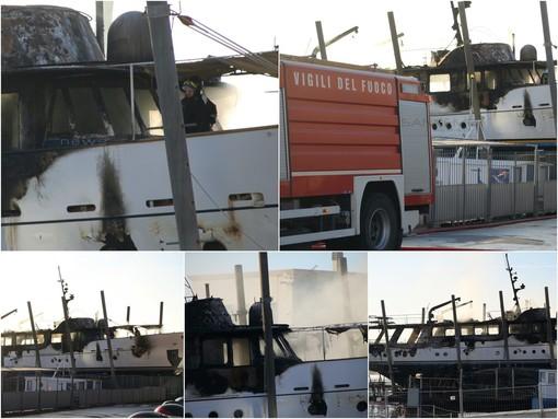 Sanremo: ancora in corso il lavoro di bonifica dei Vvf sull'imbarcazione distrutta ieri sera dal fuoco (Foto e Video)