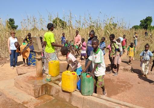 """""""Zomkom"""" benvenuto in fraternità! Come aiutare l'Africa a rinascere con le sue menti e le sue braccia?"""