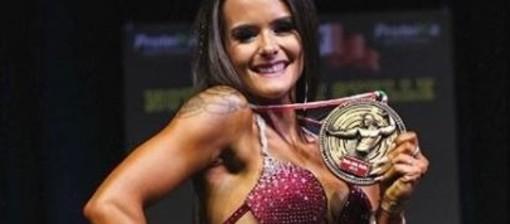 La gioia della bodybuilder imperiese Alice Marchisio per la vittoria alla Notte delle Stelle che le dà l'accesso ai mondiali